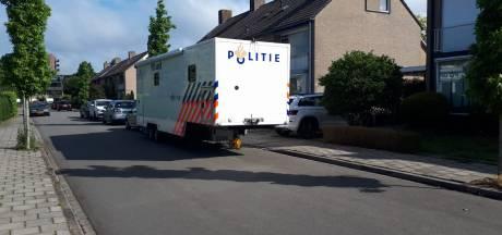 Dode na brand achter woning in Velp, politie onderzoekt toedracht