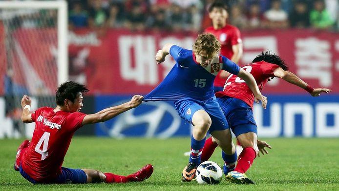 Alen Halilovic (midden) namens Kroatië in een oefeninterland tegen Zuid-Korea, september 2013.