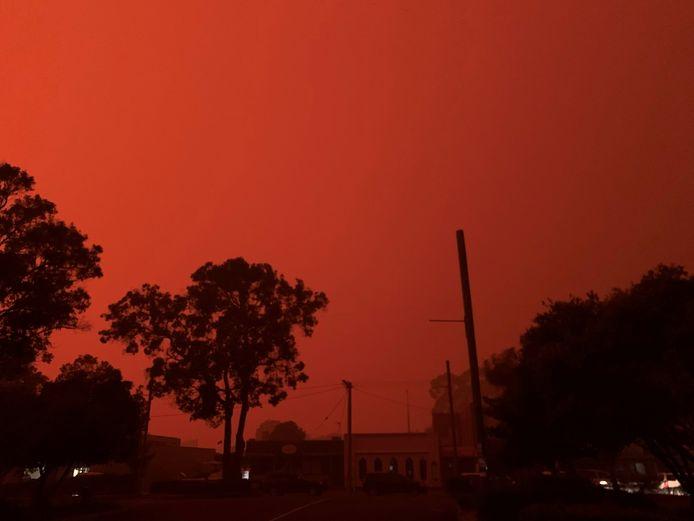 De lucht kleurt rood in Mallacoota.