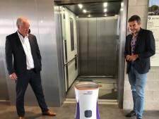 Ziekenhuisrobot Robin kan nu zelfstandig met de lift: 'Hij ziet zelfs wanneer de lift al bezet is'