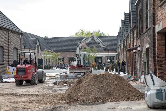 Werkzaamheden bij de Achelse Kluis in Achel.