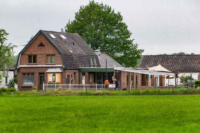 Op de plek van de voormalige uitspanning de Lepelaar in buurtschap Eikelhof moeten straks een aantal nieuwbouwhuizen verrijzen, en het zo lang gekoesterde buurthuis.