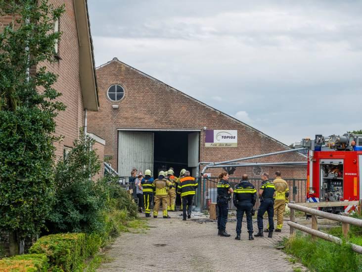 Brandje in varkensstal bij Dongen, meerdere personen ademen rook in