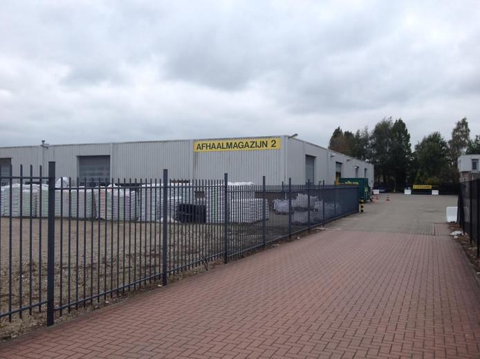 De uitbreiding van Van Cranenbroek wordt gezocht in het huidige magazijn, rechts van de winkel.