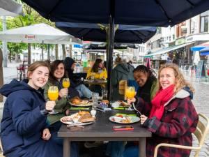 """""""Op restaurant smaakt een brunch toch net iets beter"""": Aan Het Strand Van Oostende ontvangt eerste klanten"""