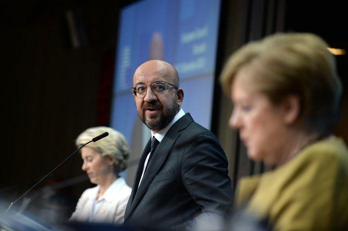 La présidente de la Commission européenne Ursula von der Leyen, le président du Conseil européen Charles Michel et la chancelière allemande Angela Merkel