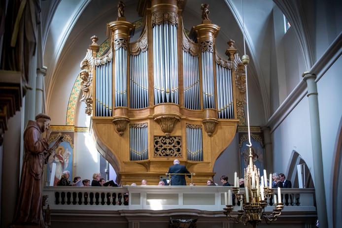 Beeld van de speciale mis die in het teken stond van pater Matthias van den Elsen,  vorige maand in de kerk van Sint Jans Onthoofding in Gemert. archieffoto Van de Meulenhof.