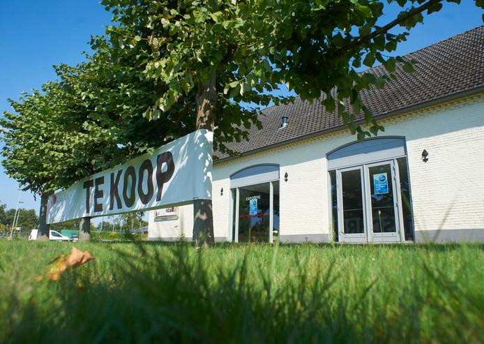 De boerderij van het voormalige Pieter Brueghelinstituut in Veghel toen het te koop stond.