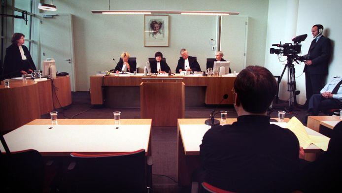 De officier van justitie eist tijdens een zitting voor de Utrechtse rechtbank in juni 2000 een lange gevangenisstraf en tbs tegen Martin C. De zaak kreeg erg veel aandacht. Uiteindelijk kreeg de dader in hoger beroep bij het gerechtshof 18 jaar cel en tbs opgelegd.