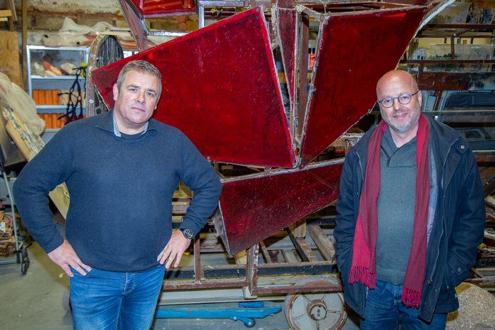 Directeur van het Veteraneninstituut Ludy De Vos (links) en kunstenaar Rob Voerman (rechts).