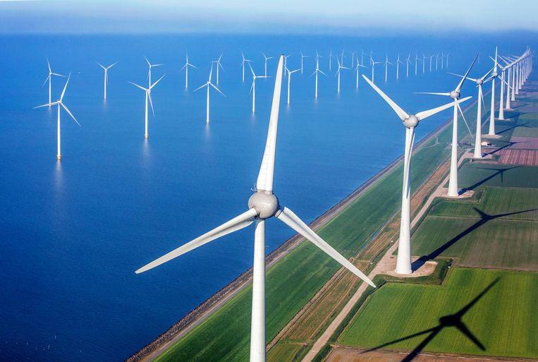 Het Windmolenpark van Urk in het IJsselmeer. Foto Raymond Rutting / de Volkskrant Beeld Raymond Rutting