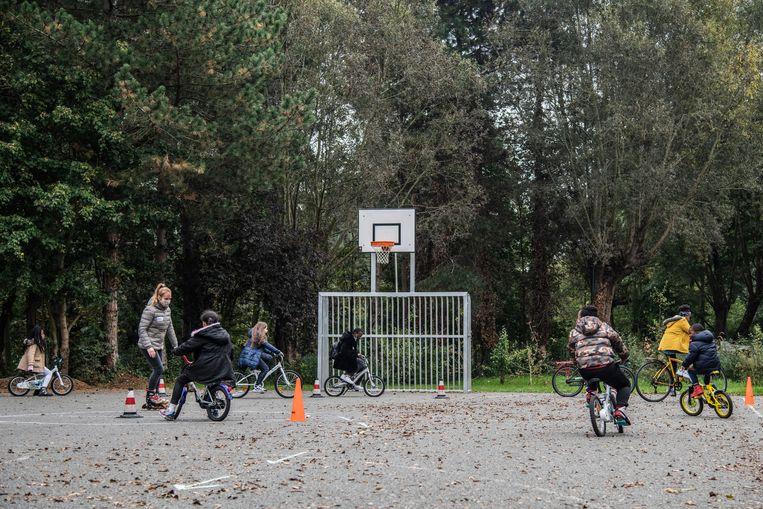 Volgens Unicef, het kinderfonds van de Verenigde Naties, zal de kinderarmoede in België de komende vijf jaar toenemen. Beeld Geert De Rycke