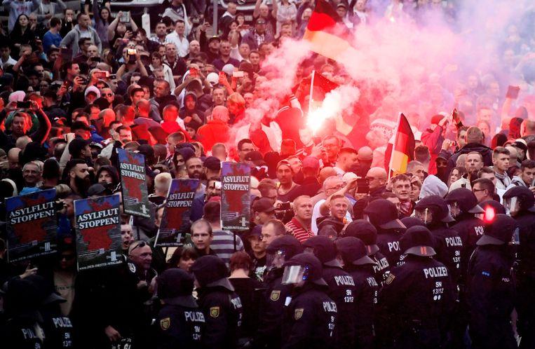 Een extreemrechtse betoging in de Duitse stad Chemnitz.  Beeld REUTERS