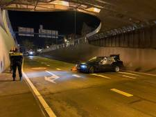 Auto crasht in Willemstunnel, mogelijk door gladheid