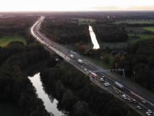 Ongeluk met vrachtwagen op A1 bij Deventer: lange files lossen op