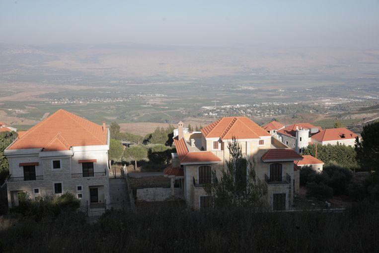 De nieuwbouw aan de grens geeft spanningen met 'bezet Palestina', zoals mokhtar Mohammed Rammal zegt, want 'Israël' bestaat voor hem niet. Beeld Maytham Shami