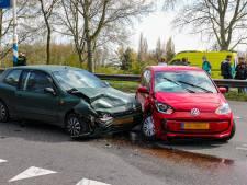 Twee mensen gewond na aanrijding bij Vaassen, file op afrit A50