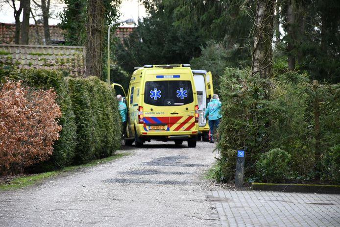 Een man is vrijdagmiddag gewond geraakt op een bungelowpark in Den Ham