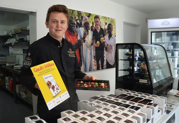 Chocolatier Anton Van de Maele in zijn zaak in de Nieuwstraat in Denderhoutem.