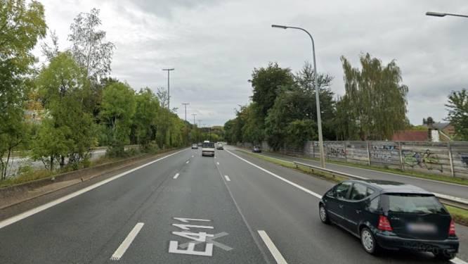 Nu ook rijstrook op E411 richting Brussel afgesloten: AWV verwacht extra fileleed