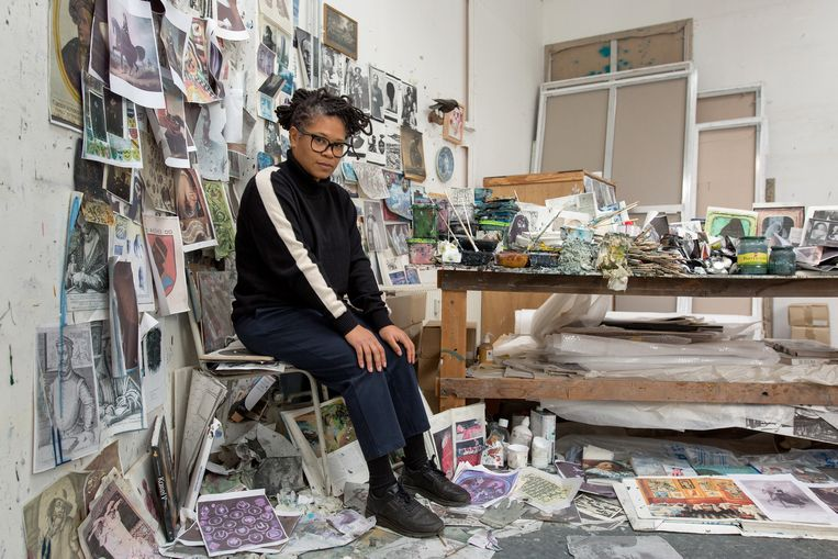 Natasja Kensmil, kunstenaar, in haar atelier  Beeld Maartje Geels