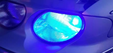 Automobilist rijdt zonder rijbewijs met blauwe koplampen en nep-politiezwaailicht door Dongen