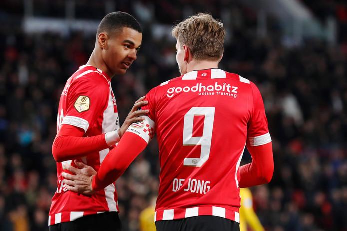 De Jong en Gakpo vieren de 1-0.