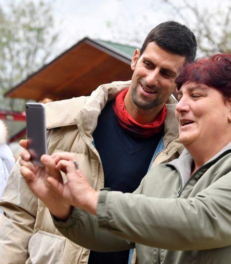 """Novak Djokovic se ressource dans un """"parc des pyramides"""" en Bosnie"""
