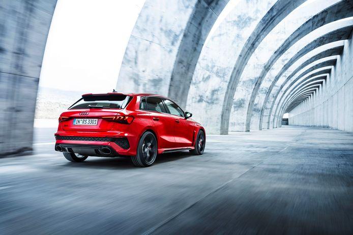 De gemeente is bezig met een offensief tegen overlast van brullende motoren. Bij de nieuwe Audi RS3 wordt evenwel 'de hele trukendoos opengezet' om de vijfcilindermotor krachtiger te laten klinken.