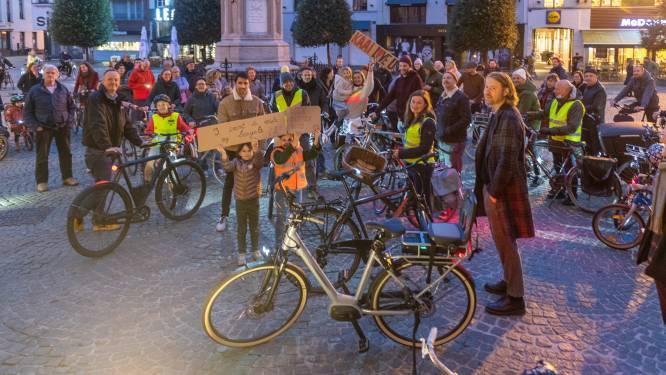 """Opnieuw tweerichtingsverkeer van Zeebergbrug tot Zwarte Hoekbrug: """"Typische Aalsterse dorpspolitiek"""", zegt fietsorganisatie Critical Mass"""