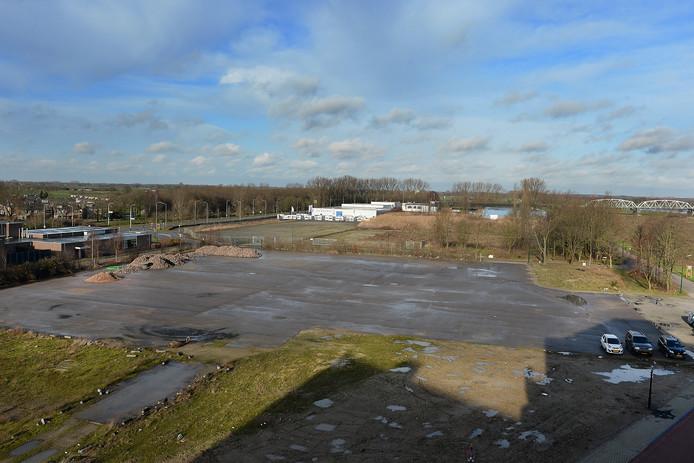 Wisseveld achter Catharinahof. Over twee jaar moet het er vol met huizen staan.