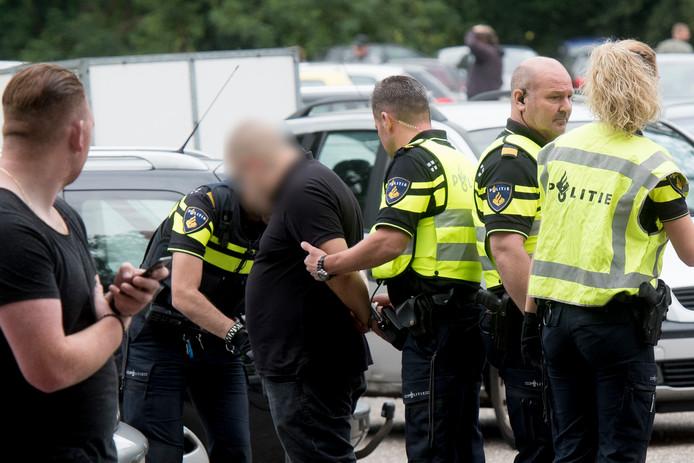 De politie kwam met twintig agenten ter plaatste en verrichtte één aanhouding na de ongeregeldheden bij ZVV'56.