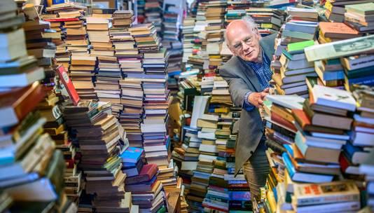 Boekhandel Antiquariaat Colette in de Reinkestraat. Jogchum de Vries stopt er mee maar heeft wel een opvolger gevonden.
