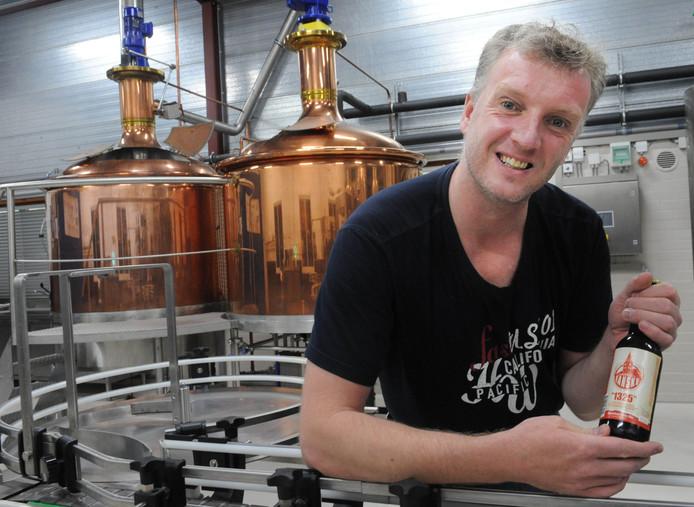 Oscar Moerman, eigenaar van Brouwerij Eanske, brouwt nu nog onder andermans dak. Hier in de brouwerij van Othmar Bier.