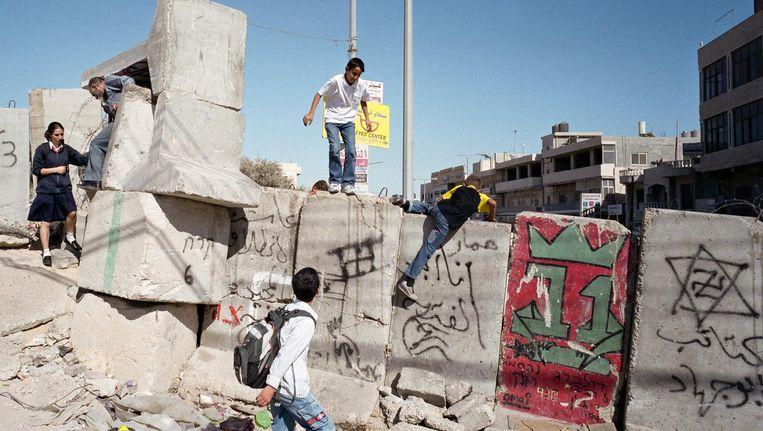 De tijdelijke muur in Abu Dis, 2012. Beeld Ad van Denderen