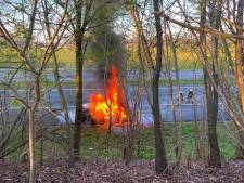 Autobrand in Hengelo zorgt voor flinke file richting Duitse grens