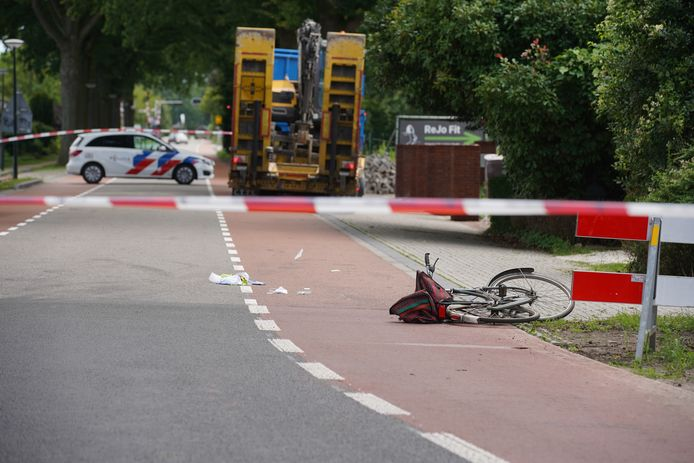 Een fietser is aangereden op de N348 bij Eefde. De politie onderzoekt de toedracht.