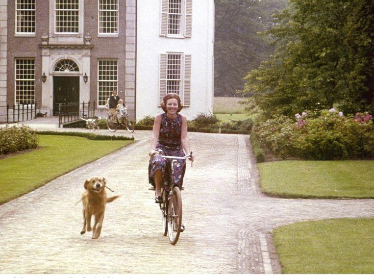 Beeld Prinses Beatrix in 1971 bij Kasteel Drakensteyn.