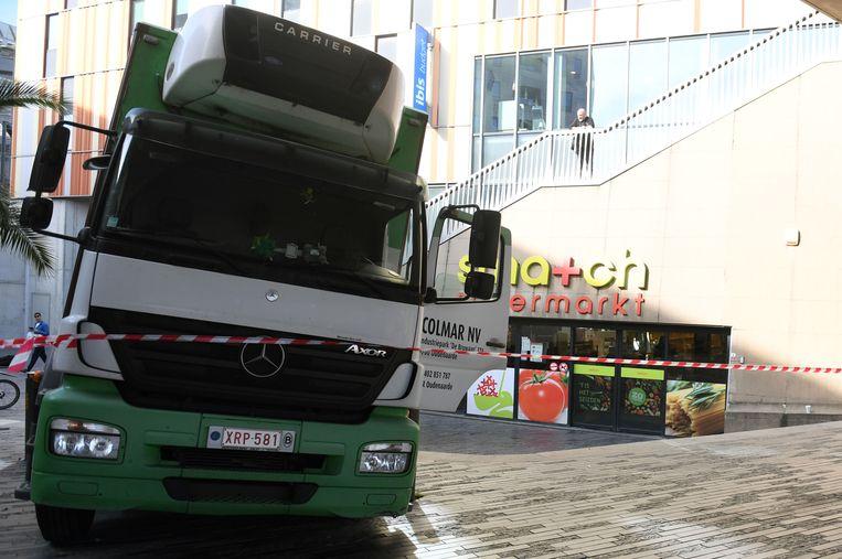 Wonderlijk Vrachtwagen rijdt zich vast op trappen station | Leuven | In de DM-91