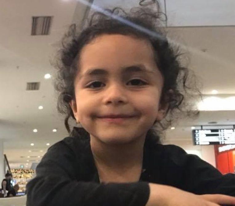 De kleine Alen Alsati ging op 15 maart voor het eerst naar de moskee met haar vader.
