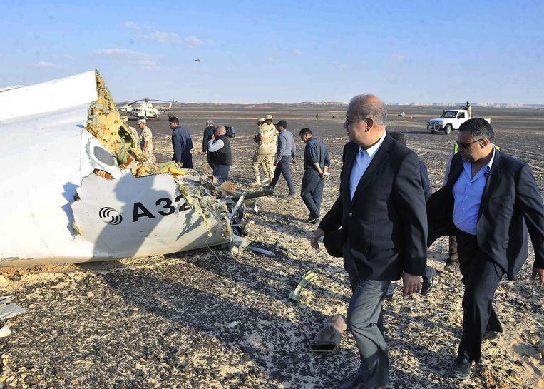 De Egyptische minister-president Sherif Ismail bezoekt de rampplek Beeld anp