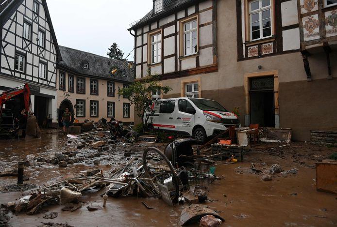 Meegesleurde fietsen en huisraad in Ahrweiler-Bad Neuenahr