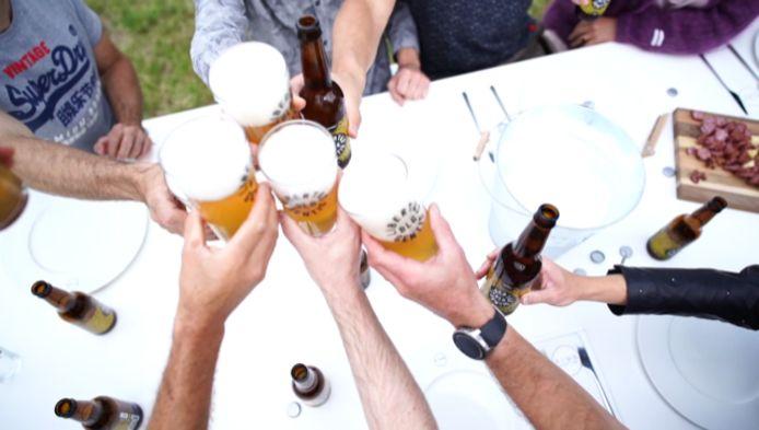 La bière s'accompagne d'une playlist exclusive qui est écoutable sur la plateforme Spotify pour partager un moment convivial entre amis.
