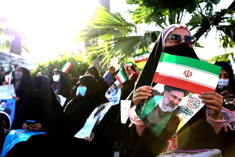 Aanhangers van de gedoodverfde favoriet, opperrechter Ebrahim Raisi, in Teheran. Beeld Ebrahim Noroozi / AP