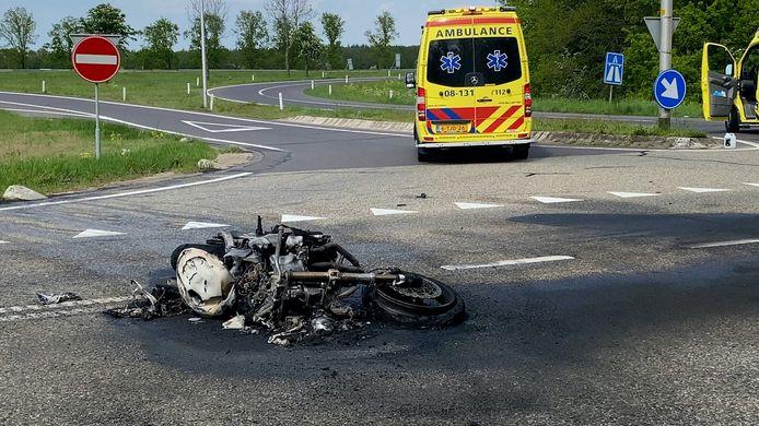 Een motorrijder is donderdagmiddag dodelijk verongelukt op de Hernenseweg in Wijchen. De motorrijder kwam op de afrit richting A326 in botsing met een auto. BEELD Persbureau Heitink