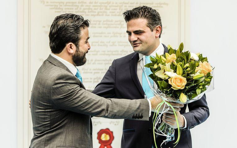 Partijvoorzitter Selcuk Öztürk (L) en lijsttrekker Tunahan Küzü tijdens de opening van het partijbureau van de politieke beweging Denk. Beeld ANP