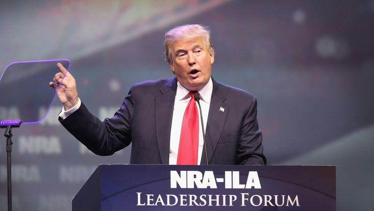 Donald Trump spreekt op het NRA-congres. Beeld afp