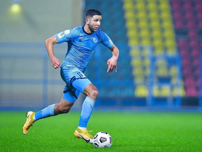 Mohamed Rayhi in actie voor Al-Batin. Hij heeft drie goals gemaakt in de hoogste voetbalcompetitie van Saoedi-Arabië en is basisspeler.