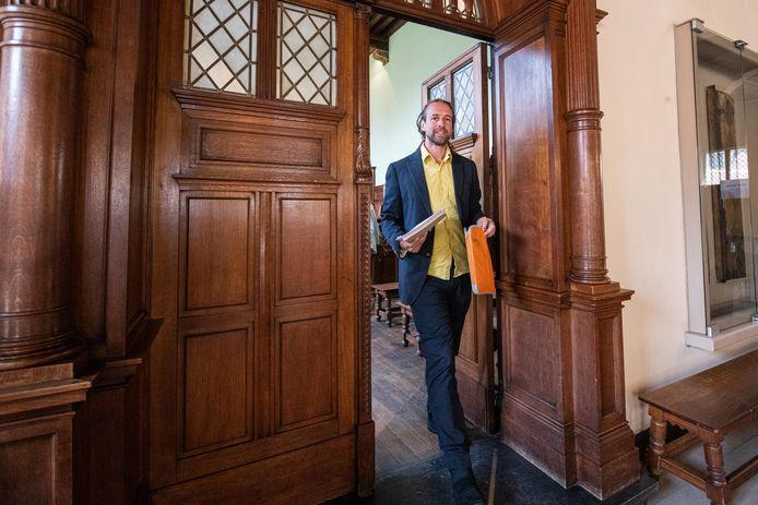 Willem Engel reproche à Marc Van Ranst de l'avoir à plusieurs reprises dénigré en ligne pour son attitude coronasceptique et anti-vaccins.