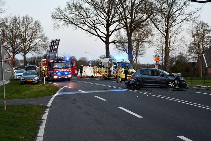 Een motorrijder is om het leven gekomen door een aanrijding met een automobilist in Den Ham.